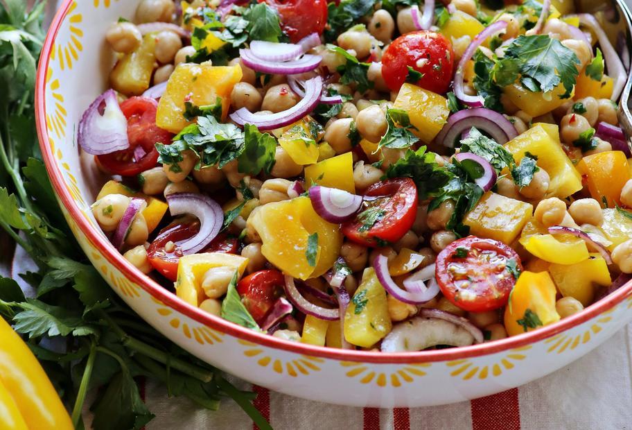 Farbenfroher Kichererbsen-Salat