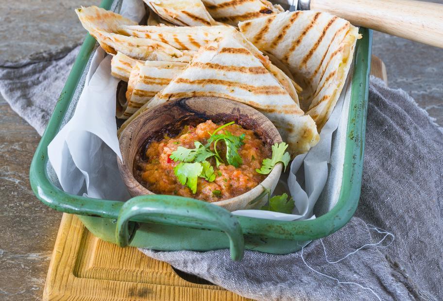 Tortilla-Sandwiches mit Salsa