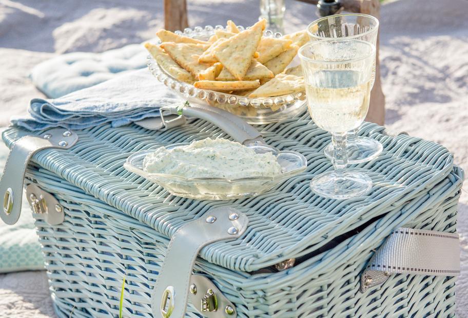 Veggie-Cracker mit Sommerdip
