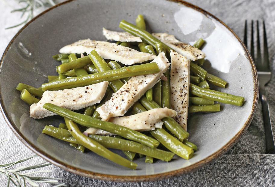Leicht und lecker: Bohnensalat mit Hähnchenbrustfilet