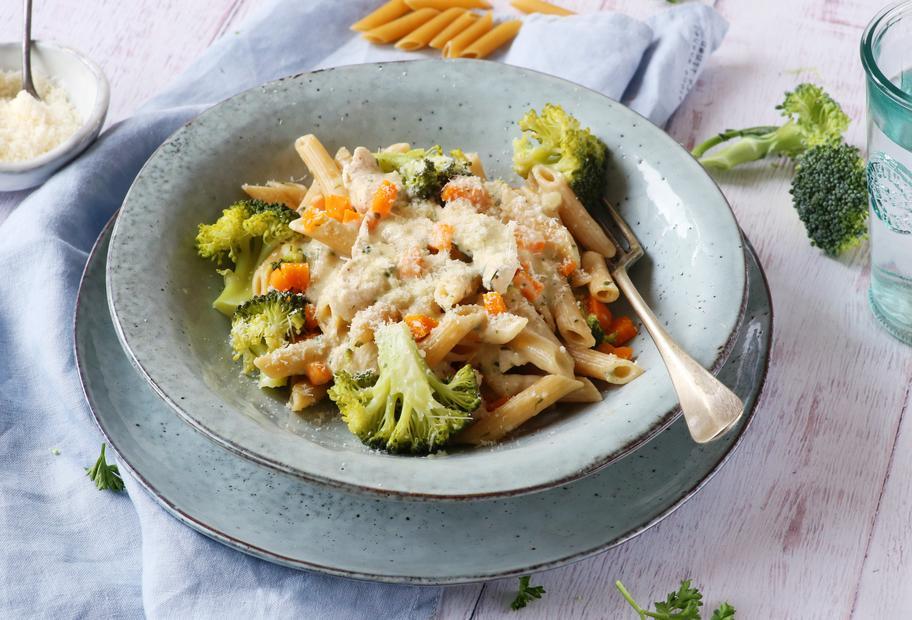 Hähnchen mit Karotten-Brokkoli-Nudeln