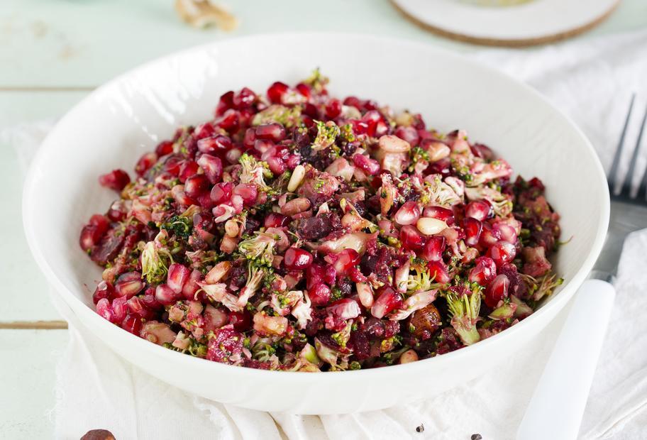 Rote-Bete-Brokkoli-Salat mit Granatapfel