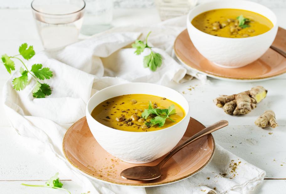 Kürbis-Curry-Suppe mit Kichererbsen