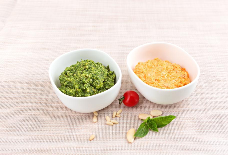 Mandel-Pesto mit Tomaten