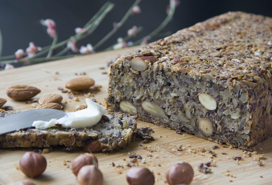 Kerniges Low Carb Brot ohne Mehl