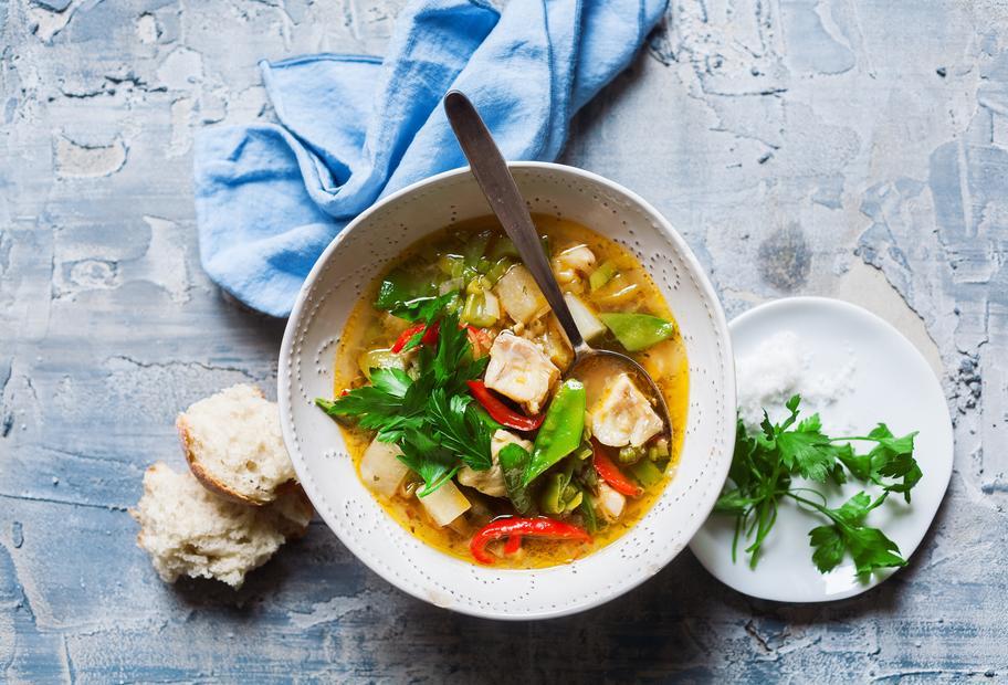 Leichte Fisch-Gemüsesuppe