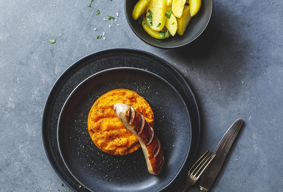 Steckrübenmus mit Kartoffeln und Bratwurst