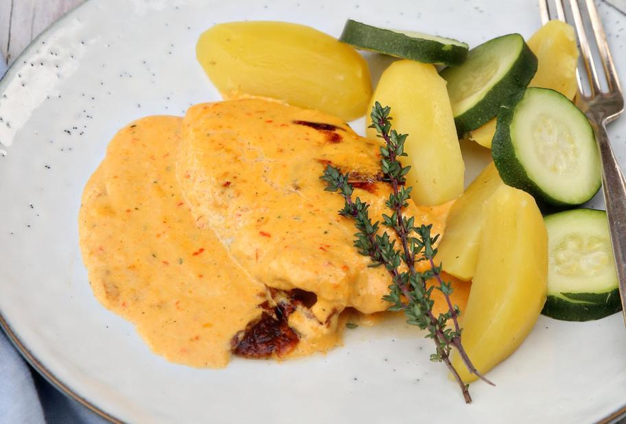 Paprika-Rahm-Schnitzel mit Gemüse