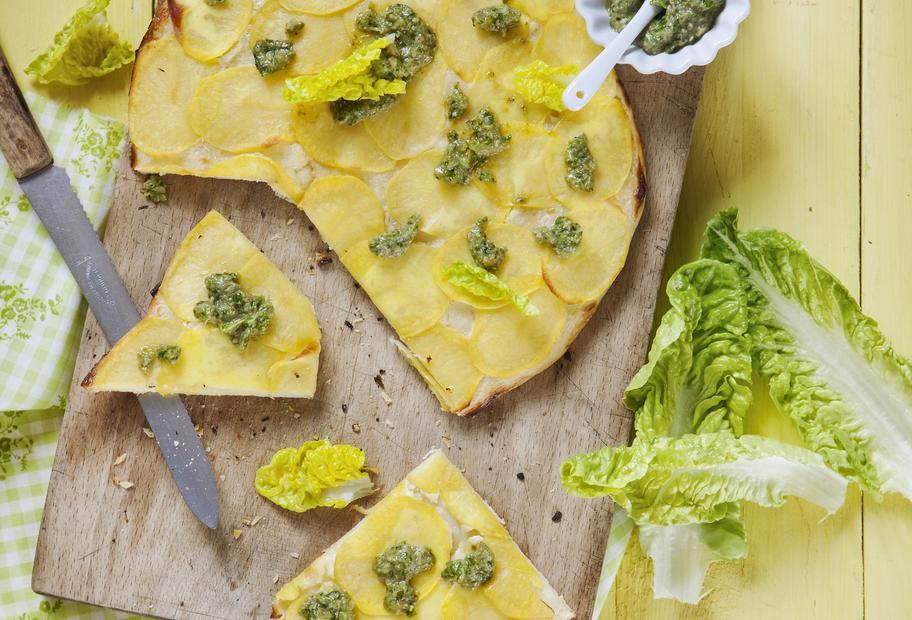 Kartoffelpizza mit Salatpesto