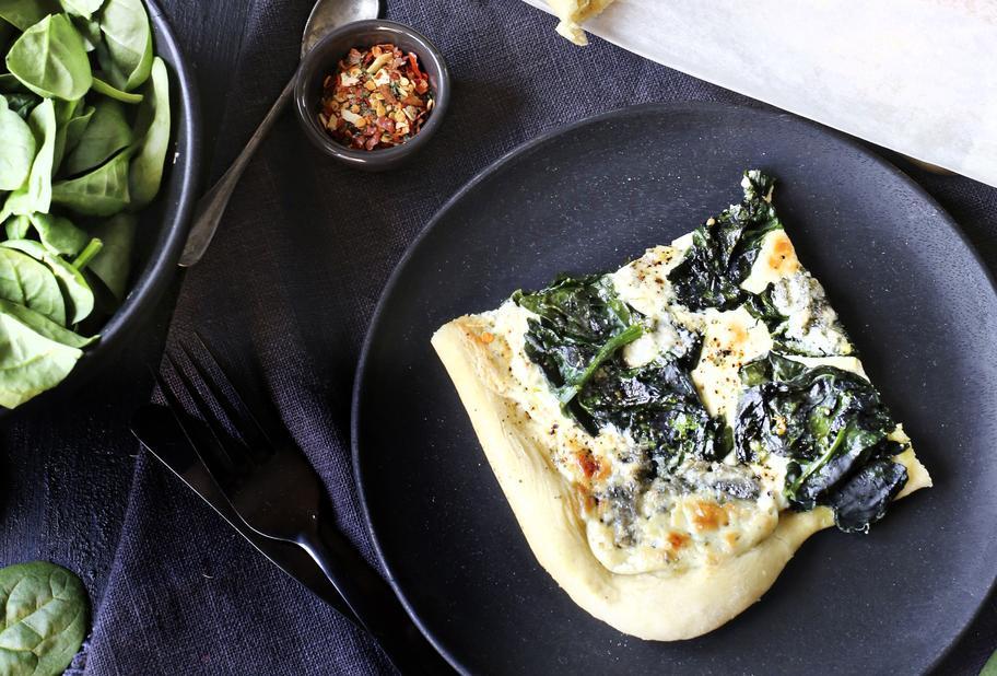 Spinatpizza mit Blauschimmelkäse