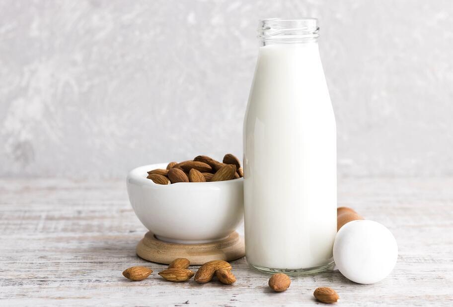 Nuss- oder Mandelmilch