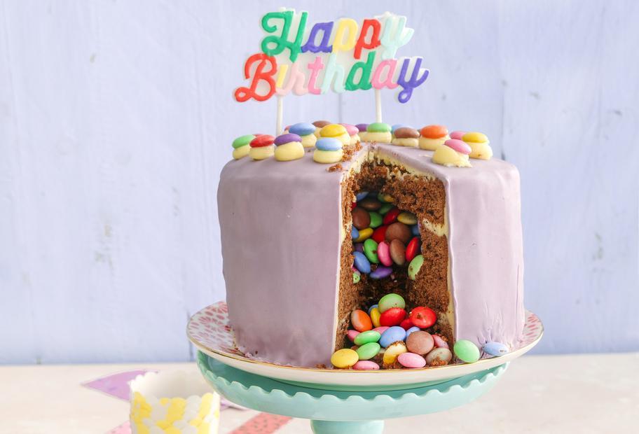 Für den perfekten Kindergeburtstag: Bunte Piñata-Torte