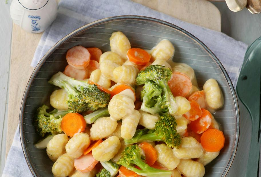 Italienische Gaumenfreude: Gemüse-Gnocchi-Topf mit Sahnesauce
