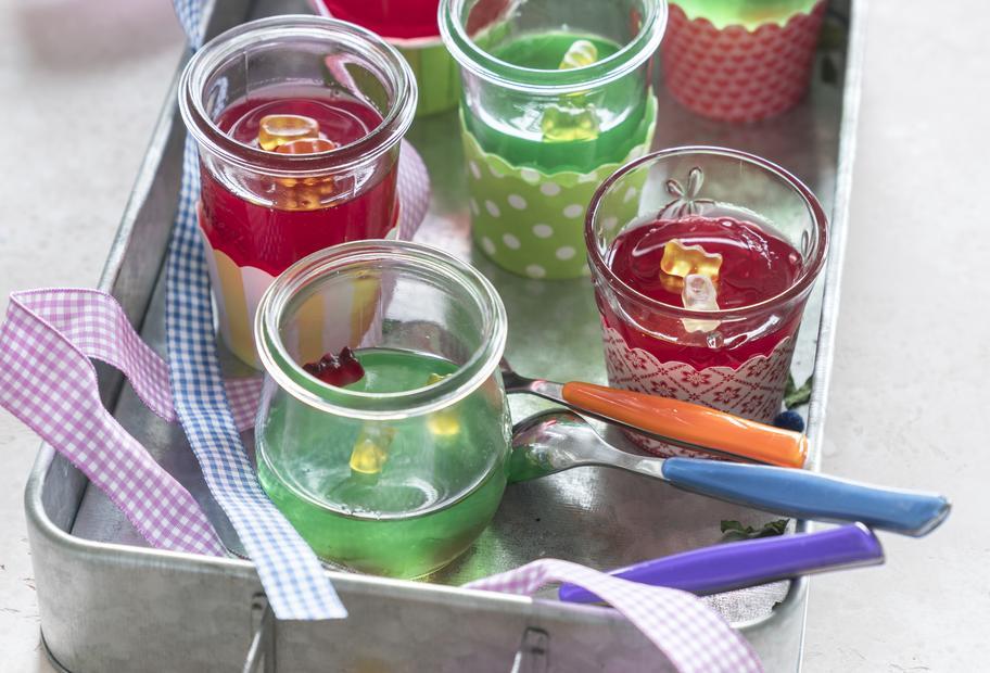Mini-Wackelpudding mit Gummibärchen