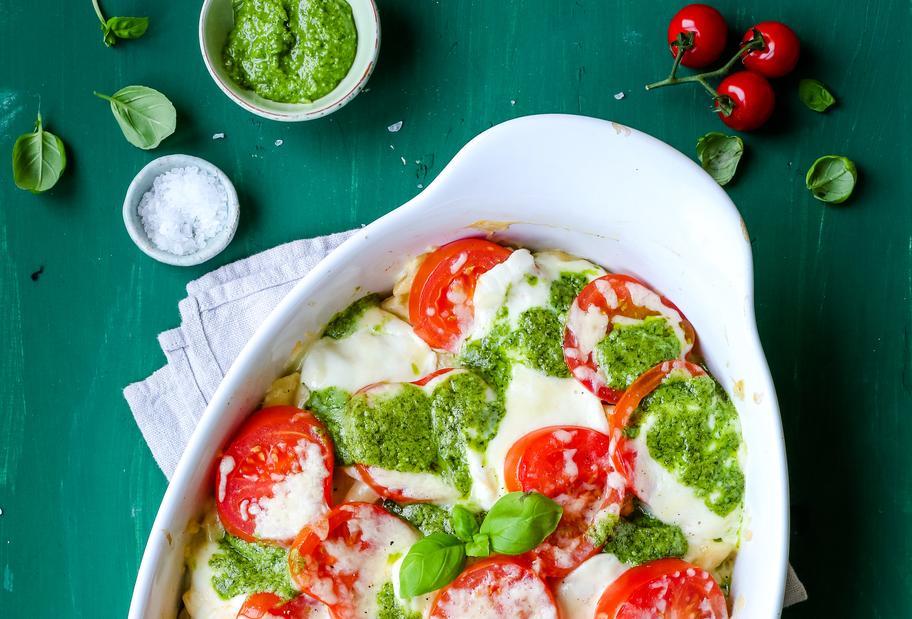 Nudelgratin mit Tomate-Mozzarella überbacken