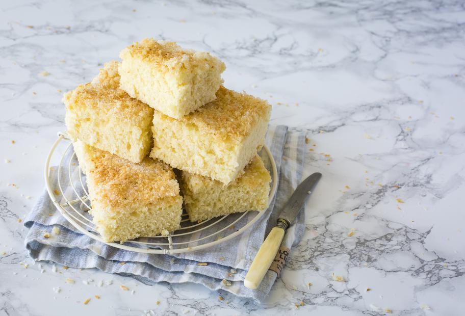 So lecker! Saftiger Buttermilch-Kokos-Kuchen