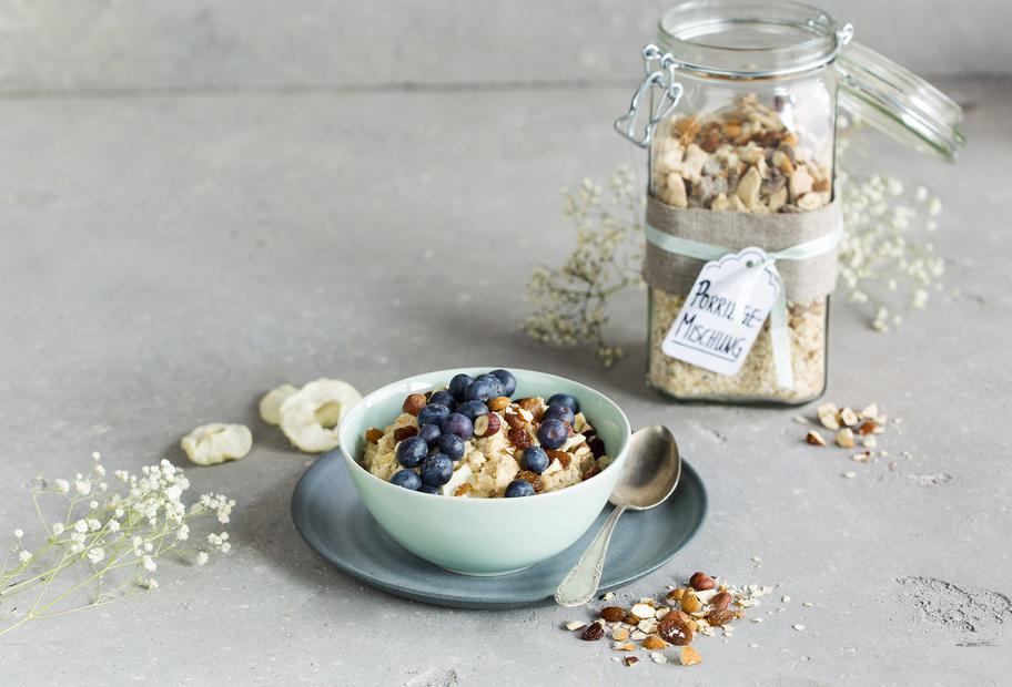 Porridge-Mischung mit Apfel und Zimt