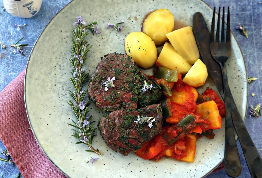 Rind mit Rosmaringemüse und Kartoffeln