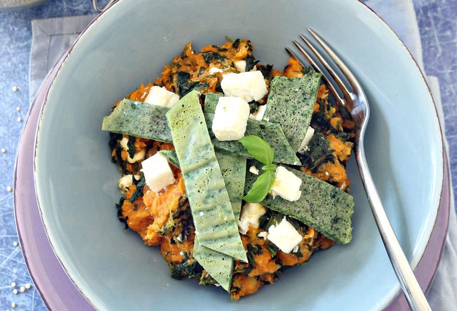 Spinat-Quinoa mit Omelettstreifen