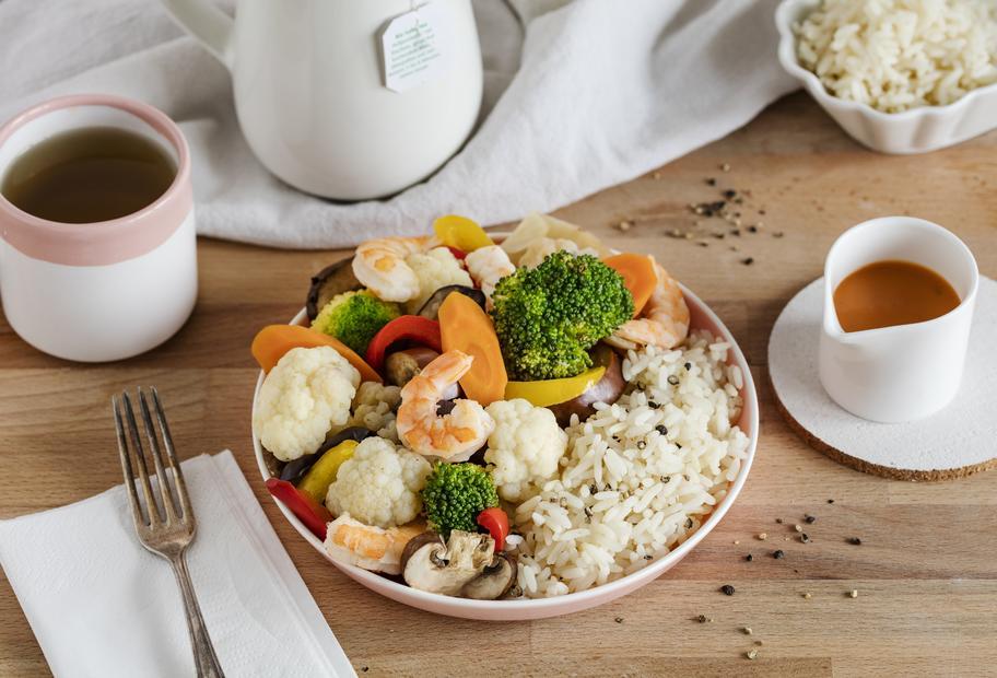 Scampi mit Gemüse und Reis