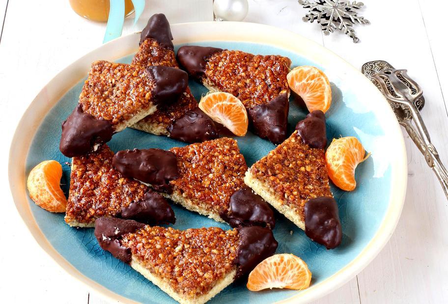 Nussecken mit Mandarinenmarmelade
