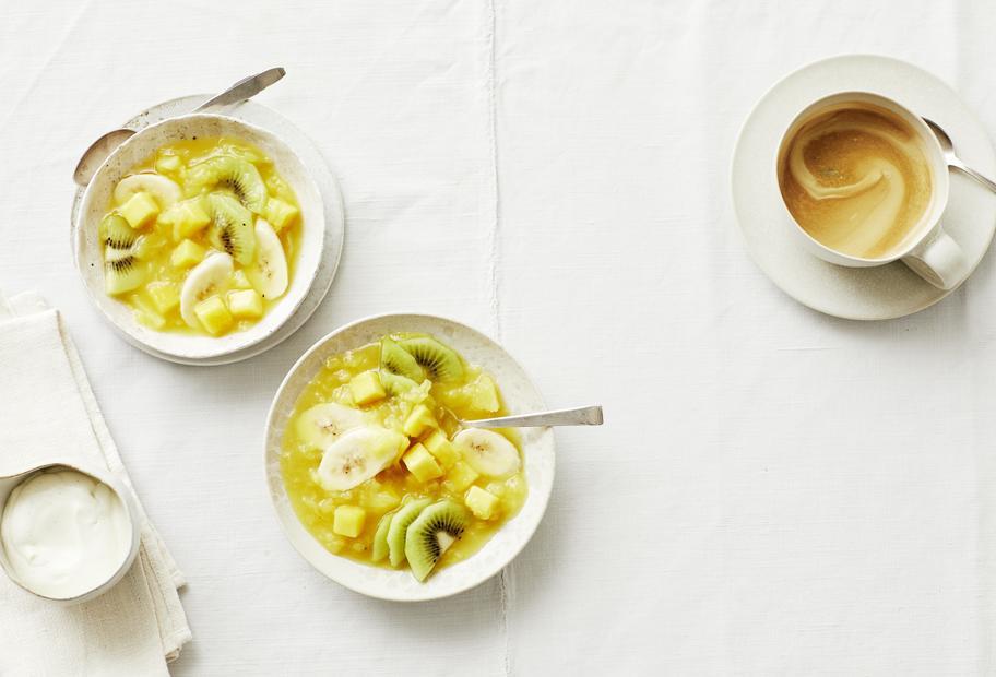 Exoten-Grütze mit Vanille-Crème-fraîche
