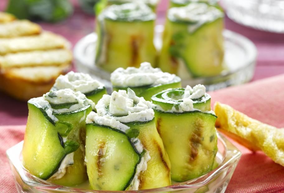 Gebratene Zucchinischeiben mit Ricottafüllung