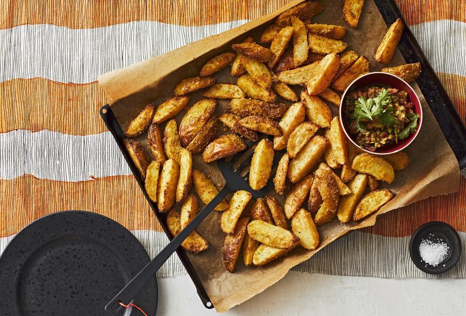 Kartoffelspalten mit Guacamole