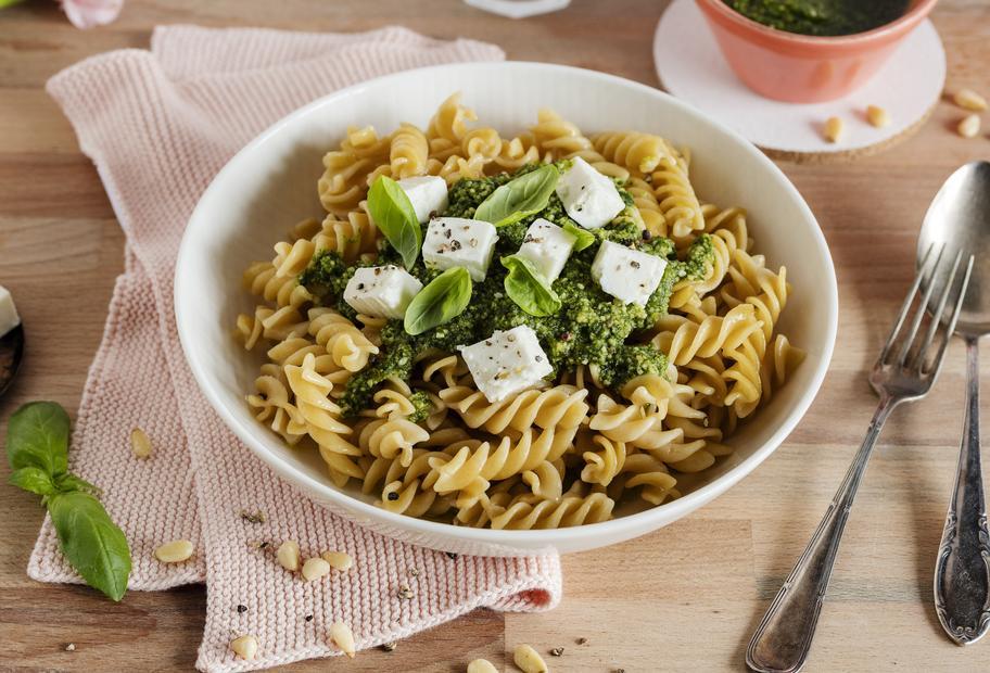 Nudeln mit Pesto und Feta