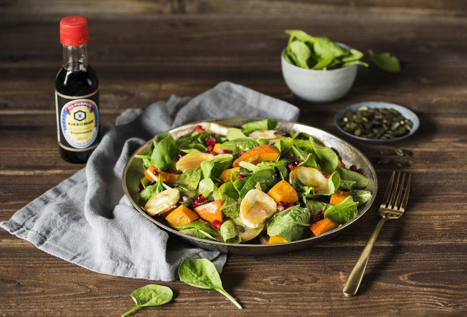 Ofenkürbis-Salat mit Granatapfeldressing und Ziegenkäse