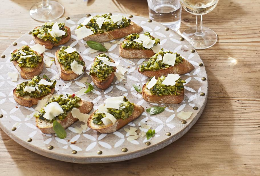 Perfekt für jedes Bufett: Zucchini-Crostini