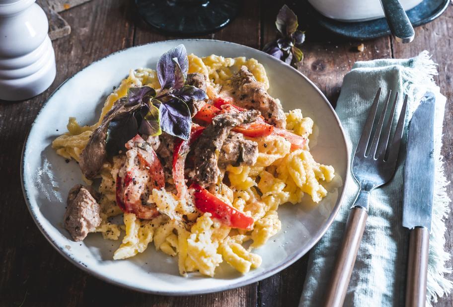 Spätzle mit Paprika-Rinder-Geschnetzeltem