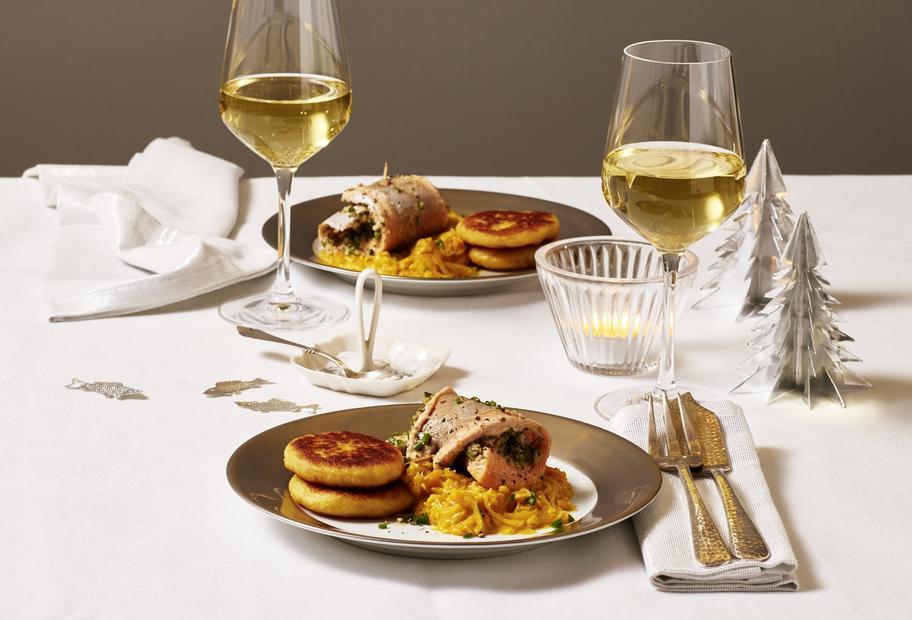 Saiblingsröllchen mit Kürbis-Sauerkraut und Kartoffelplätzchen