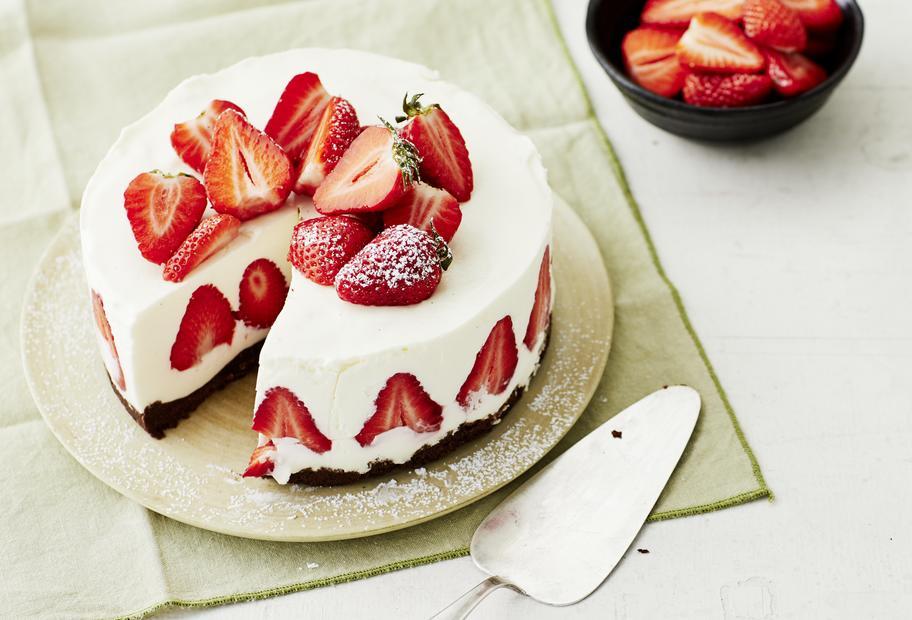 Erdbeer-Panna-cotta-Torte