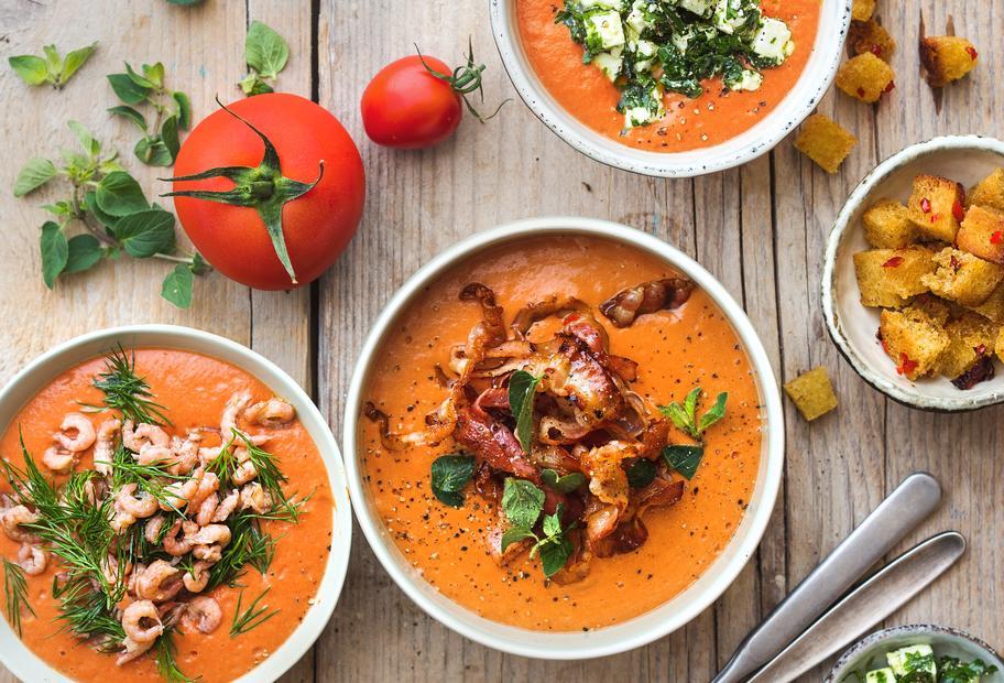 Tomatensuppe mit viererlei Einlage