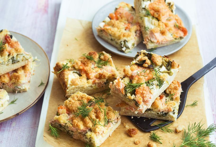 Kuchen mit Lachs und Parmesan
