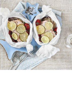 Lachspäckchen mit Kirschtomaten