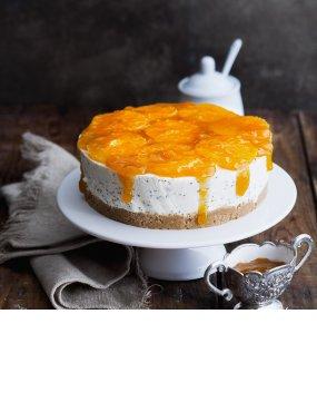 Kleine Joghurttorte mit Mandarinen und Mohn
