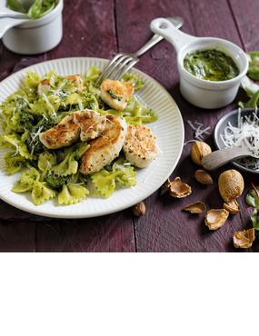 Sommerlicher Pasta-Genuss: Farfalle mit Pesto und Hähnchen