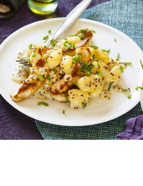 Gnocchi mit Putenstreifen in Kräuter-Senf-Sahne