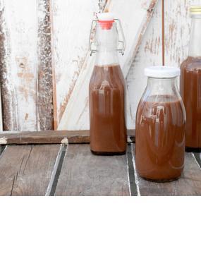 Zum selbst trinken oder verschenken: Köstlicher Schoko-Eierlikör