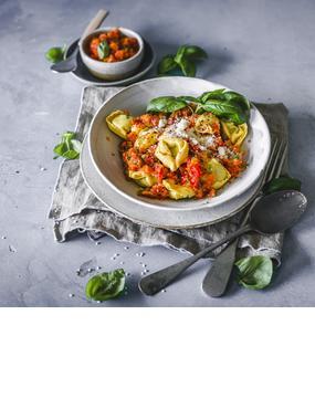 Tortellini mit Tomate-Basilikum-Soße